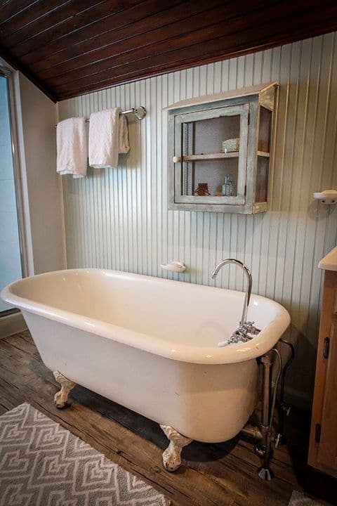 bayhead clawfoot tub - bathroom interior design