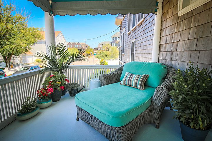 bayhead-front-porch-lounging